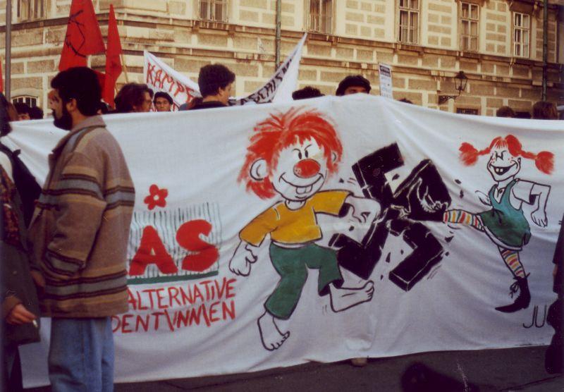 Demonstration gegen Faschismus. Archiv der GRAS.