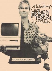 Grünes Frauenforum. Schwarz-Weiß-Foto: junge Frau, die in der rechten Hand einen Computer und auf dem rechten Arm ein Baby hält