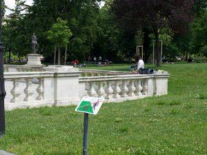 Kyle Cheungs Bild aus dem Burggarten: Keep off the lawns! Lawns were made to be lied upon.